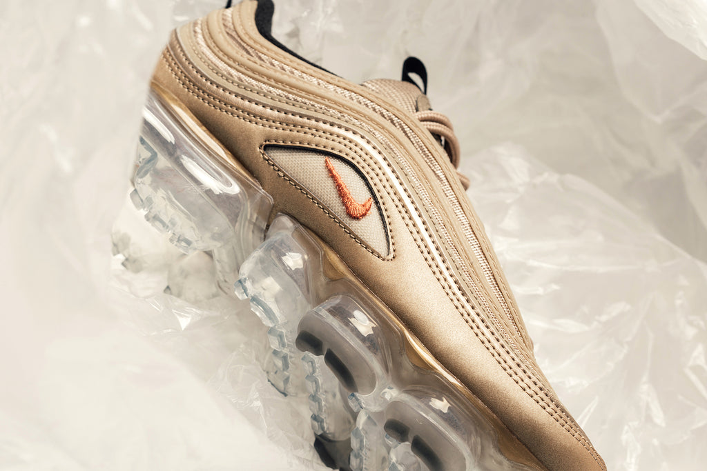 differently e9f8c a5f0f Nike Women's Air VaporMax '97