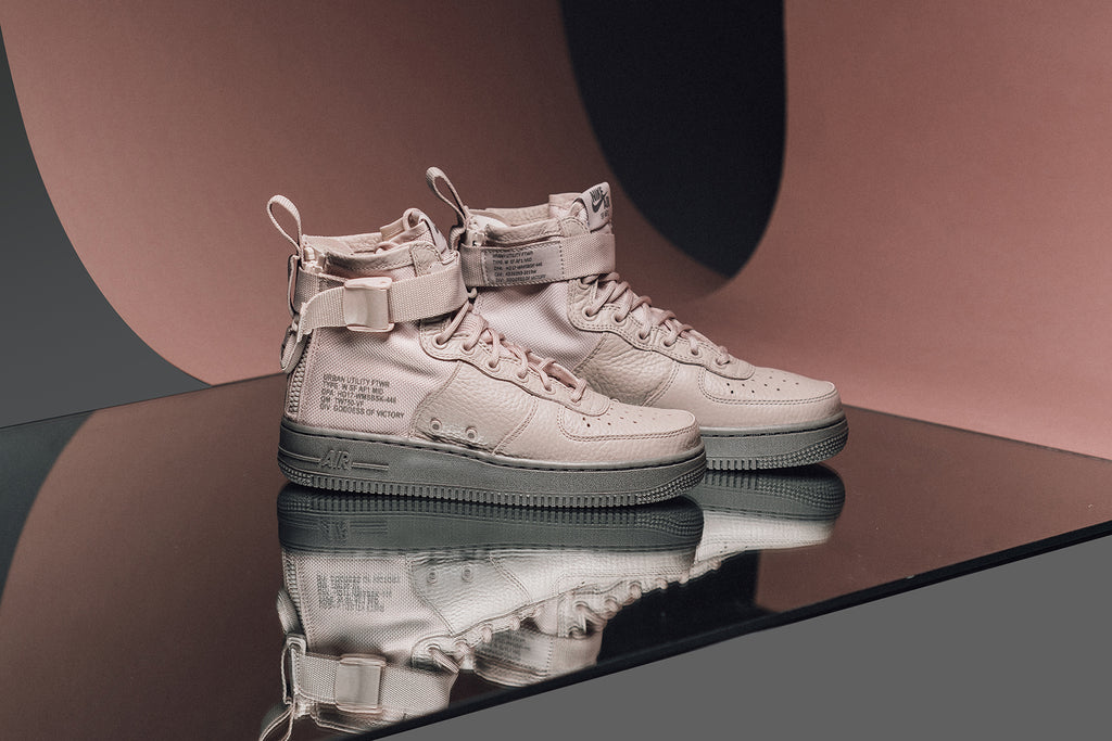 Nike presents their Womens SF Air Force One Mid in