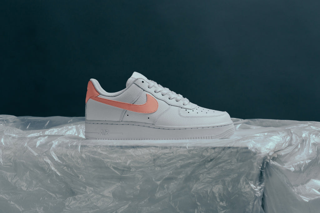 White Nike Women's Air Force 1 '07 – Feature