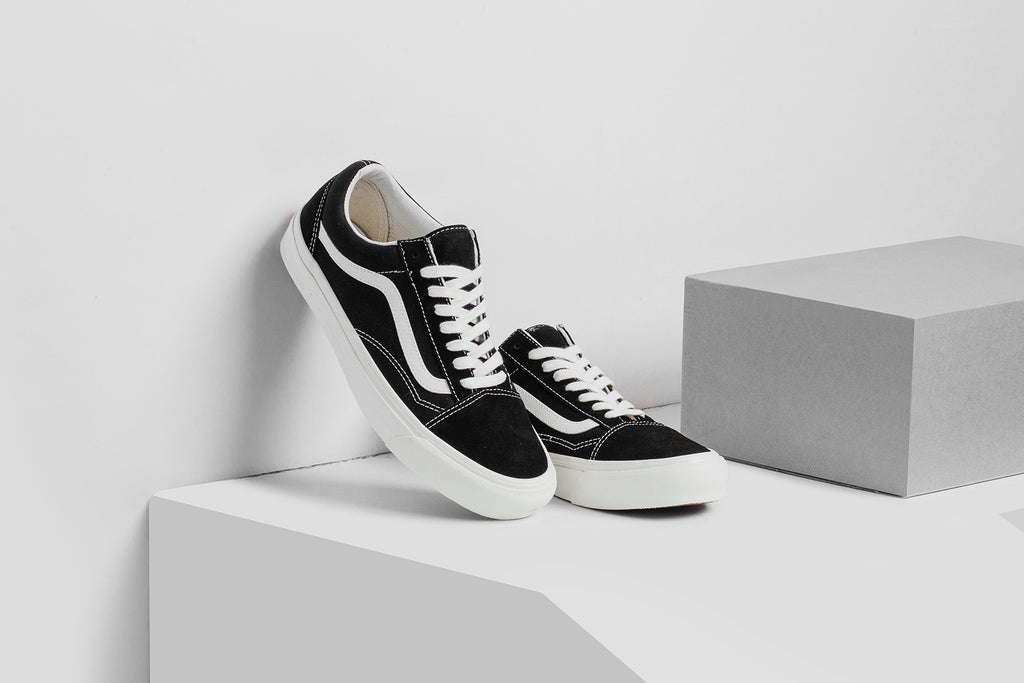 185e2b371604bb Vans Vault expands their Old Skool LX ( 70) collection with a trio of new  Suede Canvas renditions. Available in Ash Rose