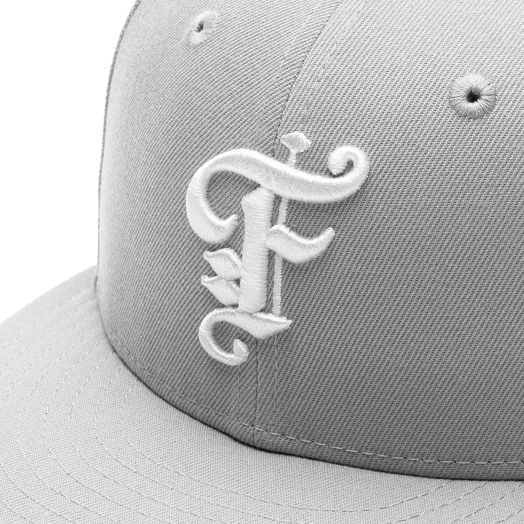 Feature OE Fitted Cap - Grey/Off-White