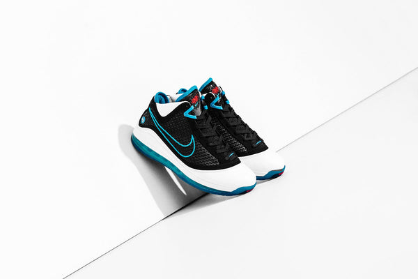 Nike Lebron VII QS 'Red Carpet' - White/Black/Glass Blue