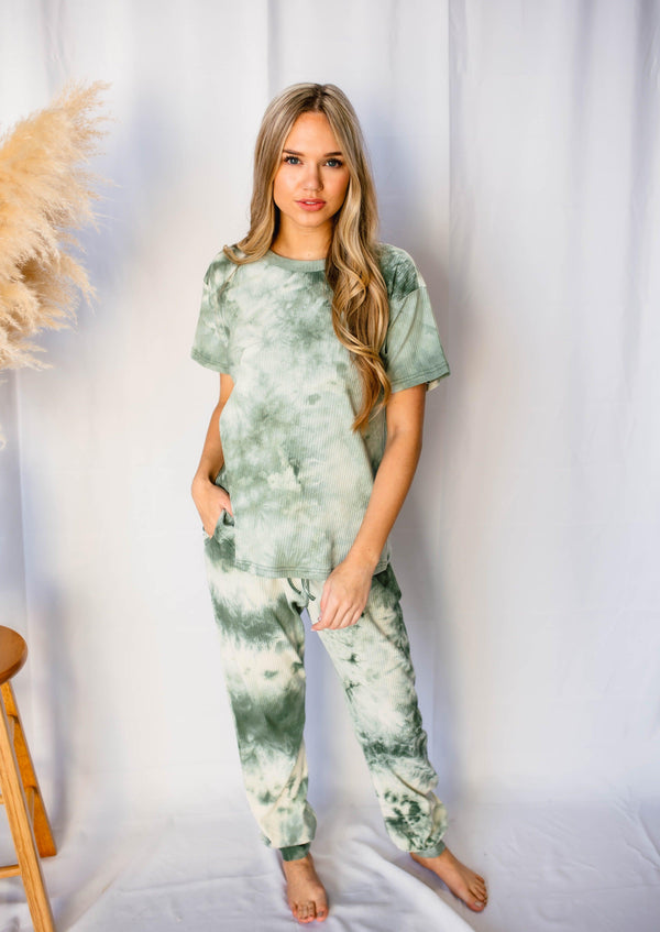 CUE THE COZY RIBBED TIE DYE LOUNGE SET