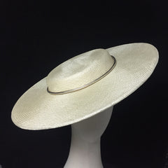 Fine straw hat with shallow crown