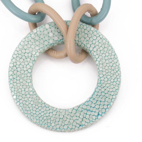 Shagreen and leather link necklace with shagreen circle-Aqua