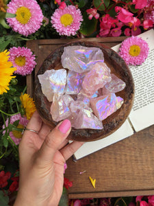 Aura raw rose quartz