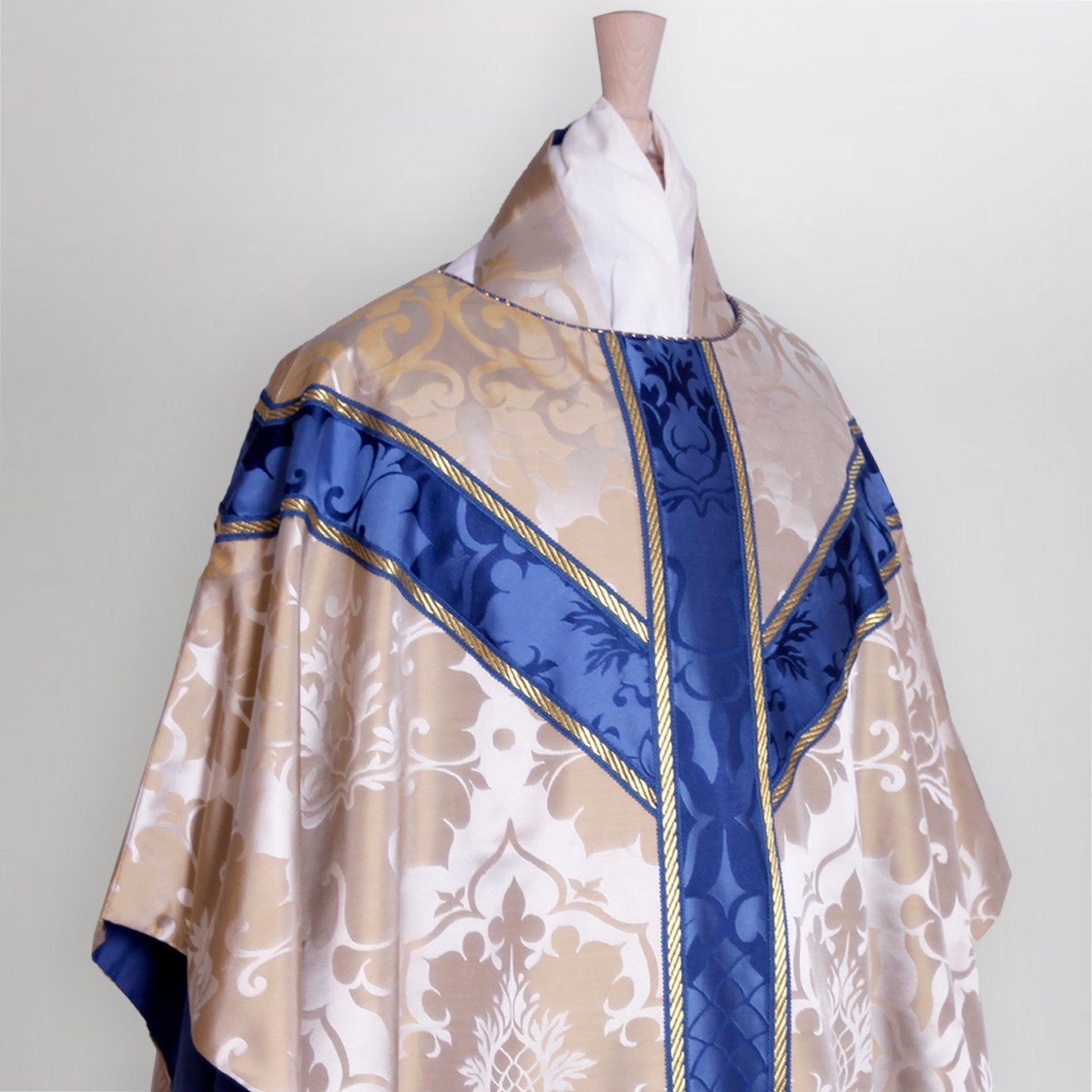 Semi-Gothic Chasuble in Oyster Bellini