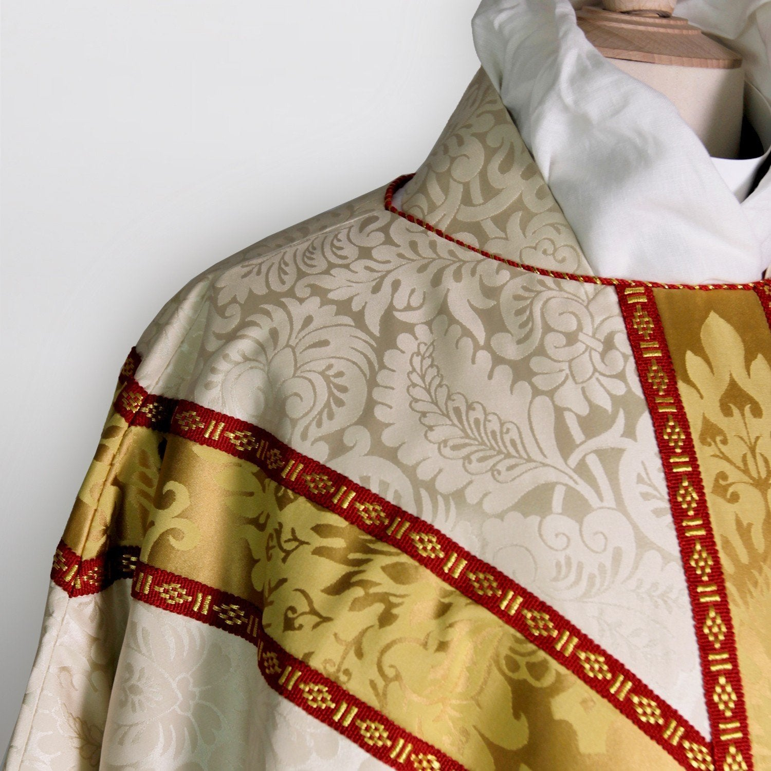 Full Gothic Chasuble in Cream Holbein - Watts & Co. (international)