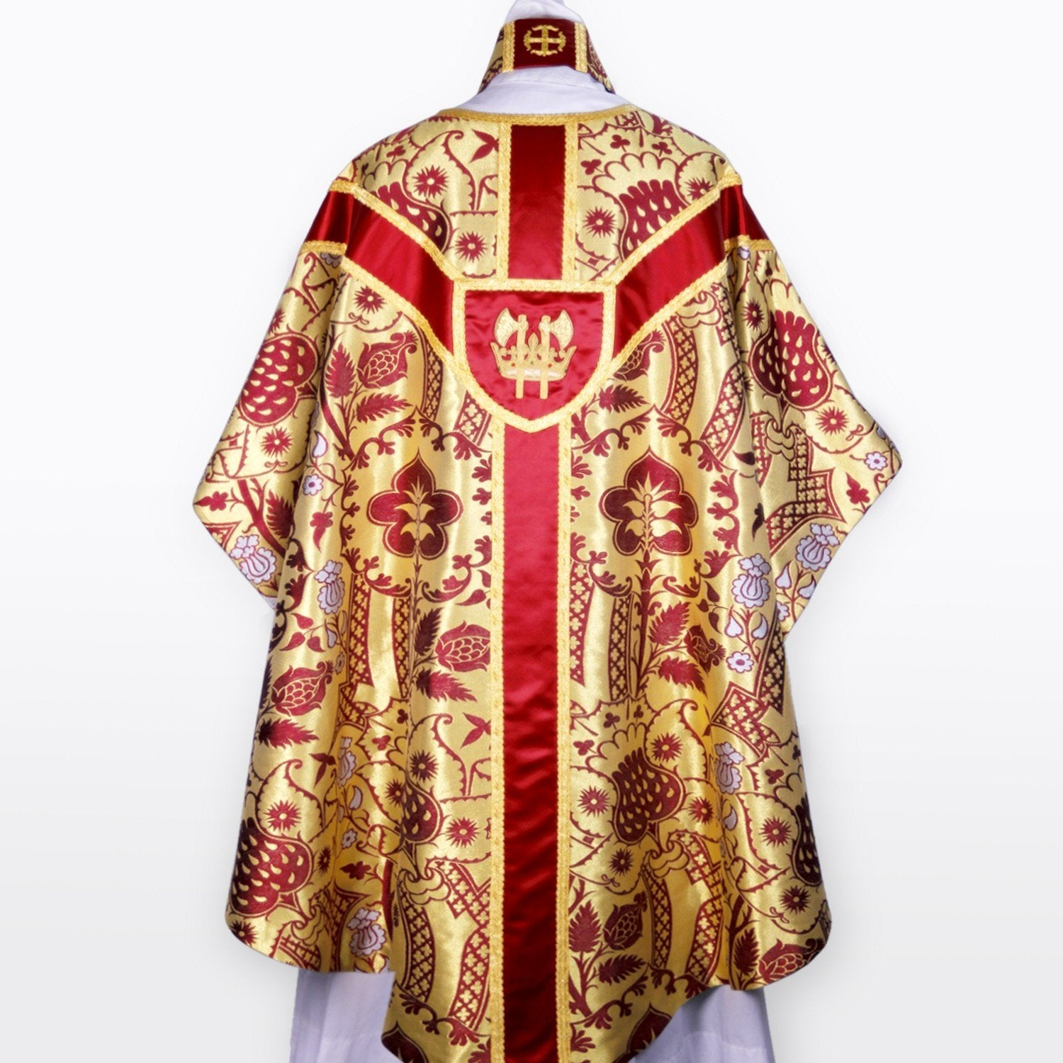 Full Gothic Chasuble in Red/White/Gold Comper Strawberry - Watts & Co. (international)