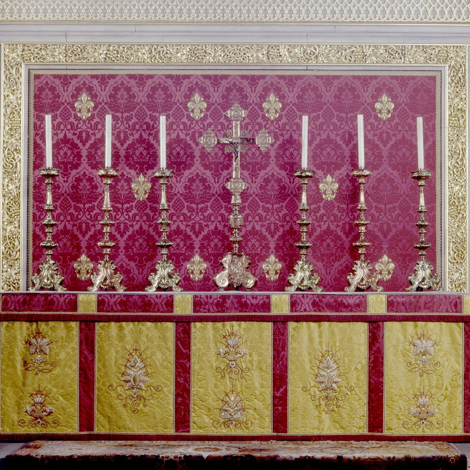 Hand Embroidered Altar Frontal & Superfrontal - Watts & Co. (international)