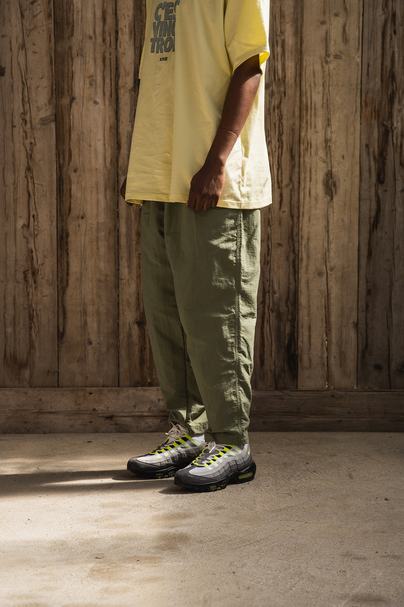 NYLON ANKLE TAPERED PANTS LIGHT KHAKI