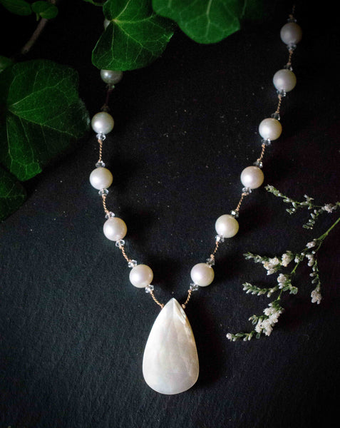 Mother of Pearl Pendant Necklace
