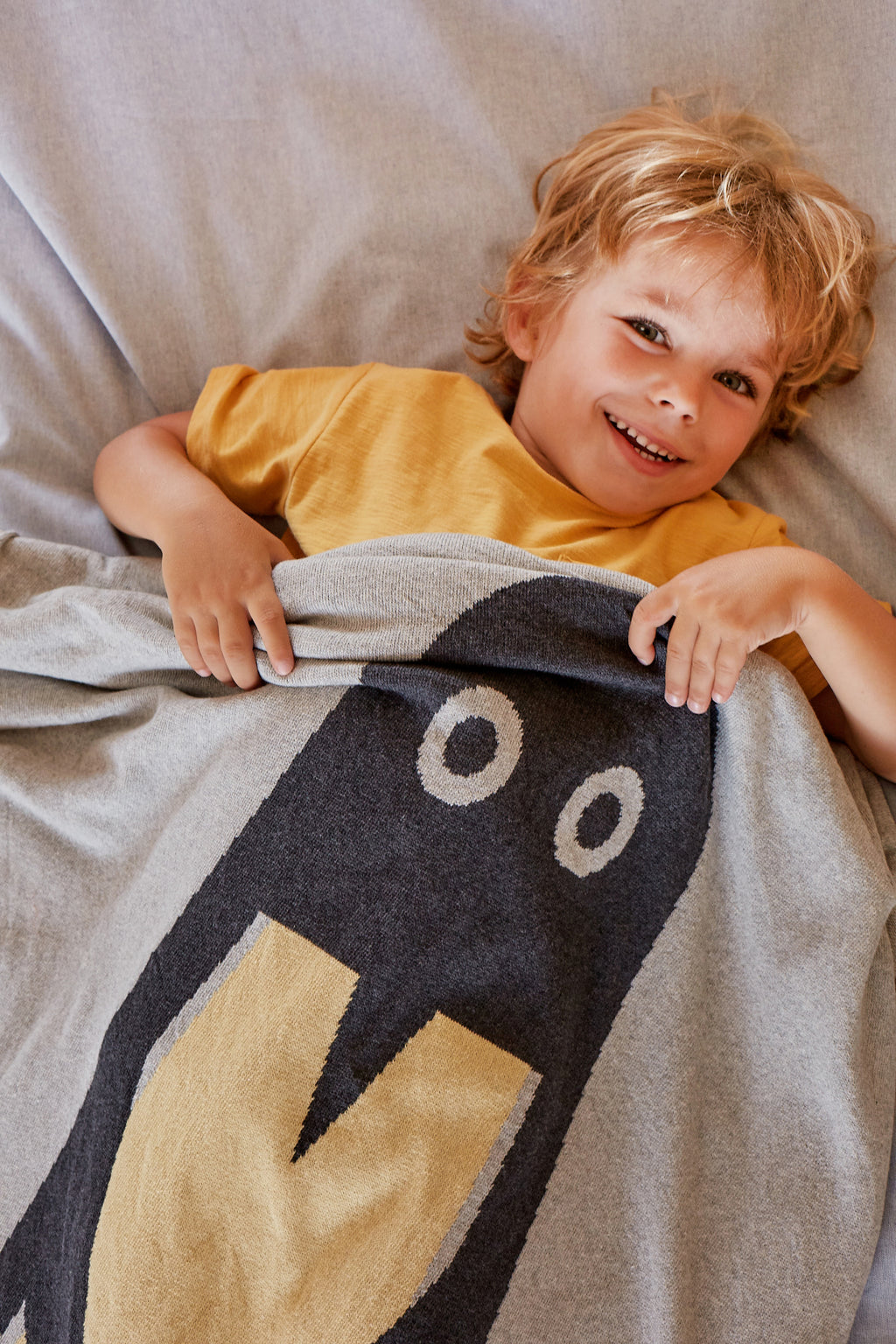 Penguin organic cotton blanket for kids made in Spain