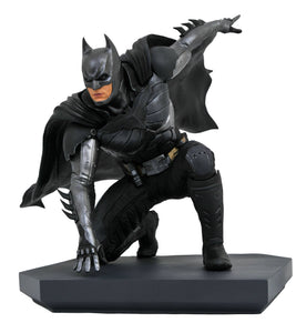 Batman Injustice 2 Gallery Statue by Diamon Select. This 1:8 scale PVC gallery diorama statue of Batman is based on his appearance in the game Injustice 2. The dark hero is depicted striking a superhero landing in his pursuit of evil. Incredible detail has been put into this statue: featuring stunning costume design and textures, screen-accurate likeness, and powerful landing pose atop the sleek black base.