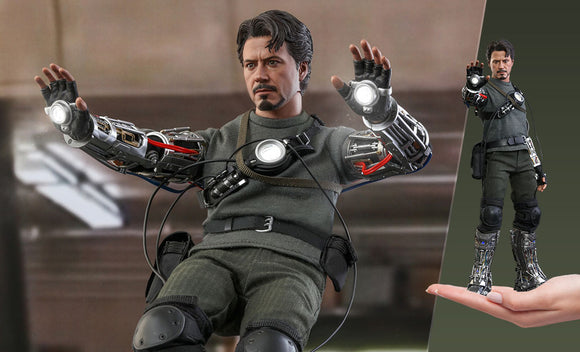 Tony Stark Iron Man Prototype Mech Test (Deluxe Version) Sideshow Hot Toy Figure
