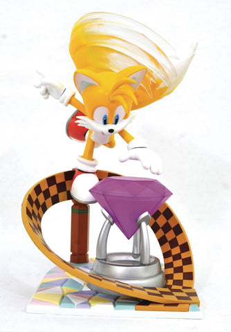 "A Diamond Select Toys Release!  Created in celebration of Miles ""Tails"" Prowler! This vibrant animation-style statue captures Sonic's spunky sidekick perfectly.  Sonic's twin-tailed pal takes flight in this dynamic diorama! Part of the Sonic the Hedgehog video game gallery line, this vibrant piece shows Tails hovering over a gem preparing to snatch it away."