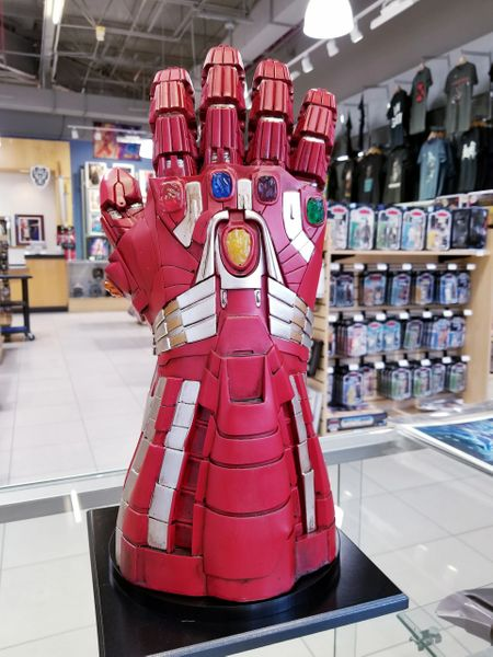 Power Gauntlet Polyresin Iron Man Infinity Gauntlet Statue