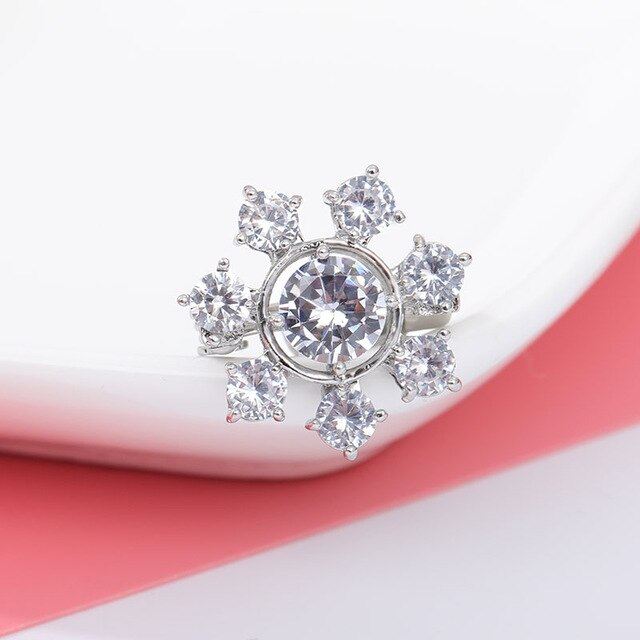 CZ Zircon Snowflake Pins Brooch Exquisite Upscale Crystal Broche Women Men Minimalistic Pin Bijoux Femme