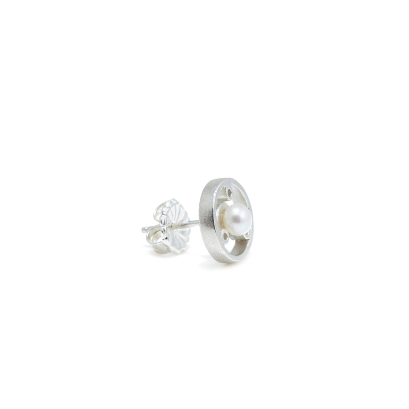 CIRCULAR STUD EARRINGS WITH WHITE PEARL