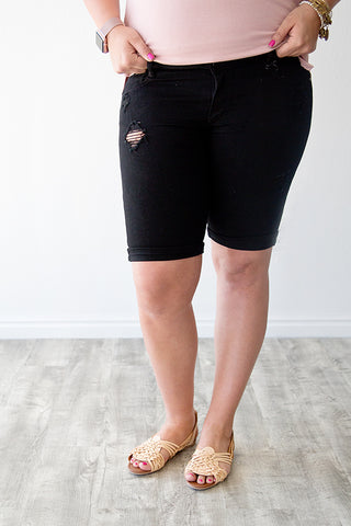 DISTRESSED BERMUDA SHORT | BLACK