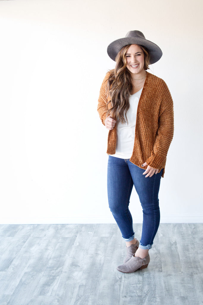 CHENILLE WALKING ON CLOUDS CARDIGAN | CINNAMON