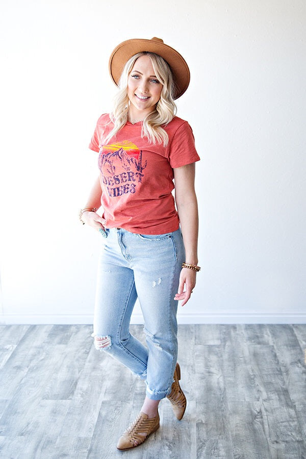 DESERT VIBES GRAPHIC TEE | FIESTA CORAL