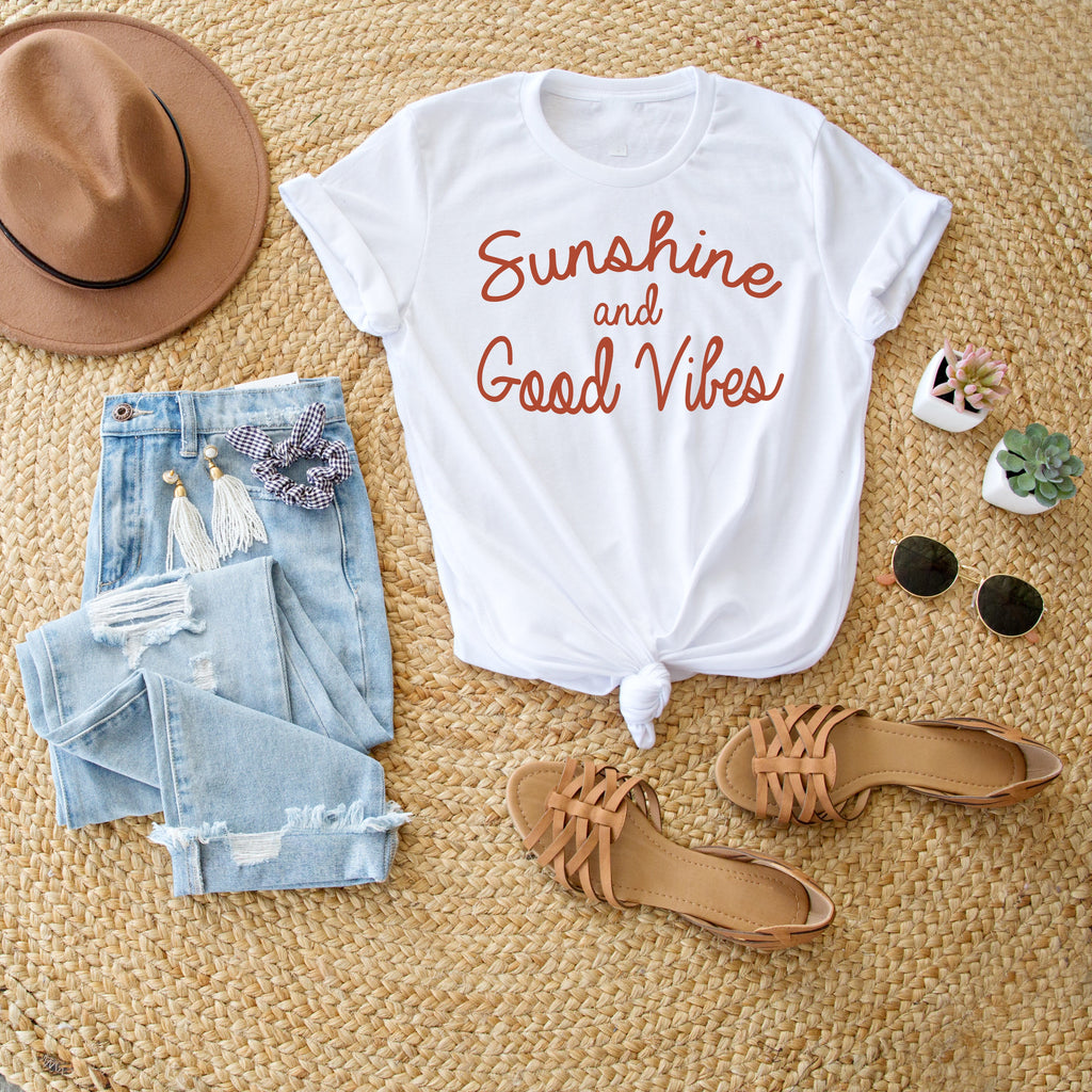 SUNSHINE AND GOOD VIBES GRAPHIC TEE