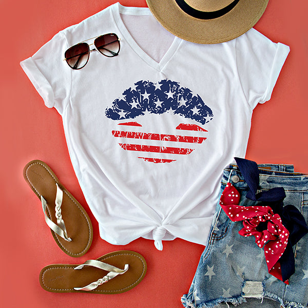 PATRIOTIC LIPS V NECK TEE | WHITE
