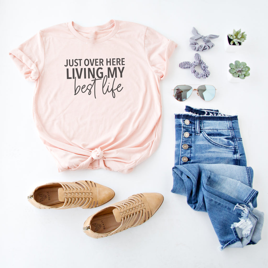 LIVING MY BEST LIFE GRAPHIC TEE | BLUSH