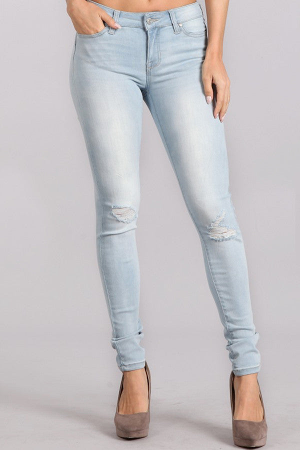 TANYA'S FAVORITE JEANS: LIGHT WASH DISTRESSED KNEE DENIM