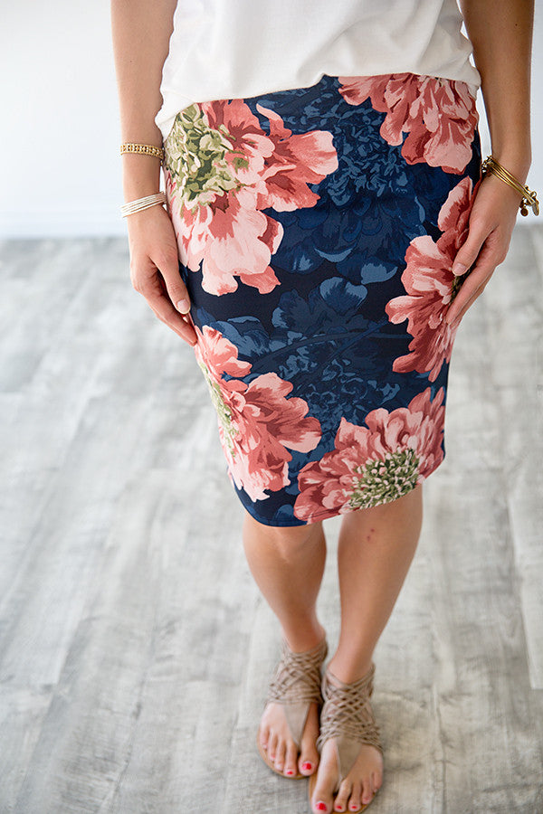 82c4f154dbeb HARLOW FLORAL PENCIL SKIRT | NAVY & BLUSH – Simply Reese