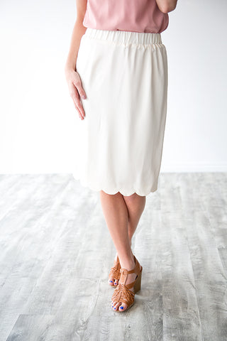 CADENCE PENCIL SKIRT W/ SCALLOP HEM | IVORY