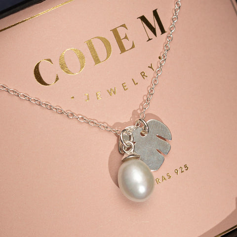 "Necklace ""Pearl and monstera"""
