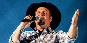 Here's What Happened When Garth Brooks Joined Another Country Legend On Stage