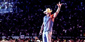 Kenny Chesney Gives Out Relationship Advice From Stage