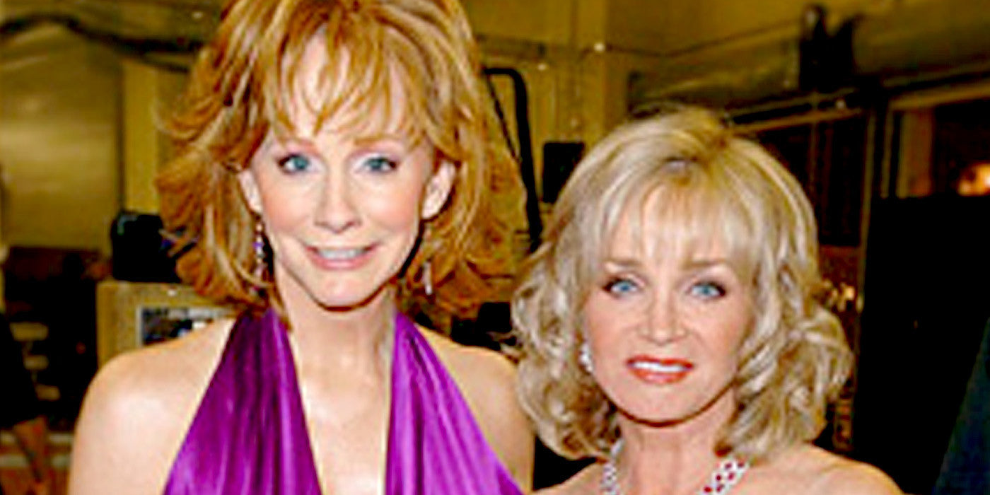 We Couldn't Stop Smiling When Reba McEntire Showed Barbara Mandrell Some Love at This Special Performance