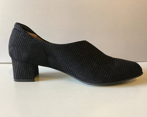 Black Texturized Pump