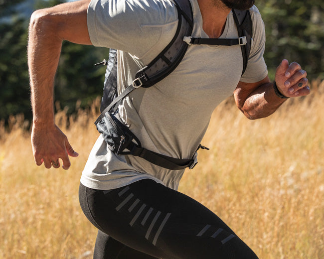 A man hiking in a knee support tights that are a great alternative to knee braces