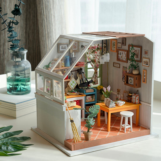 Rolife Delicate Dollhouse Set