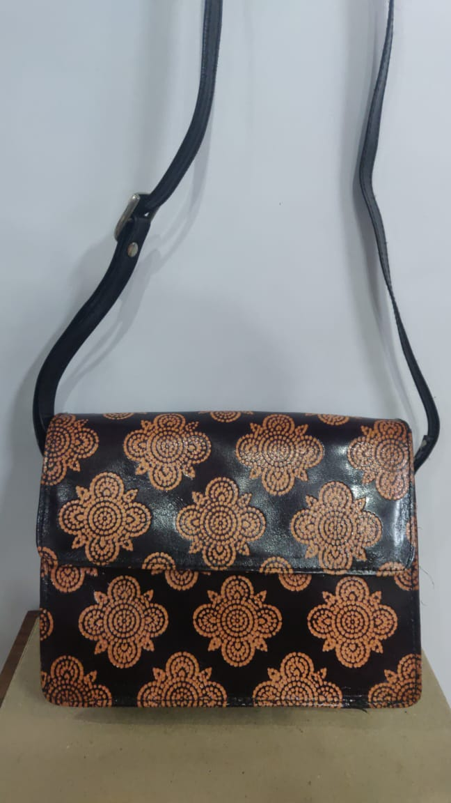 Santiniketan Leather Ladies Hand Bag