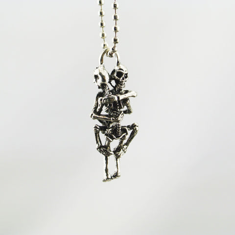 Hugging Skeleton Couple Necklace