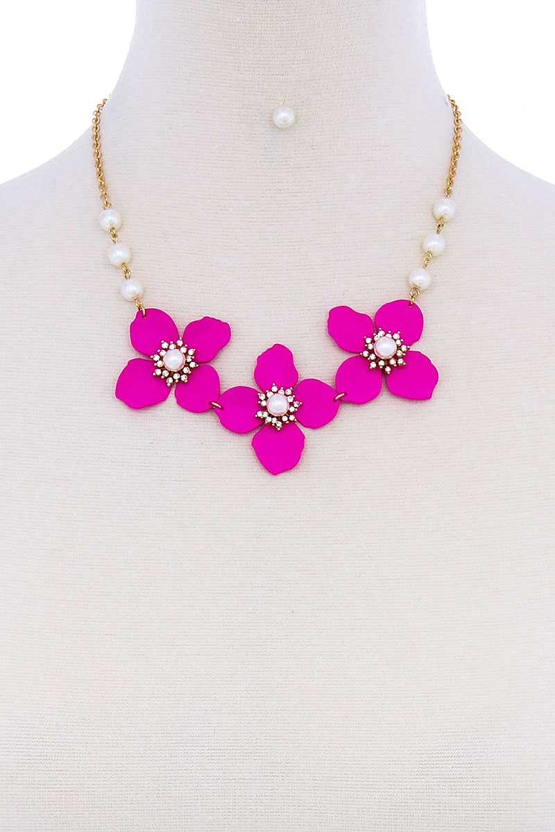 Delicate Flower & Pearl Necklace Set