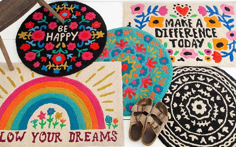 Bright and colorful accent rugs for your home