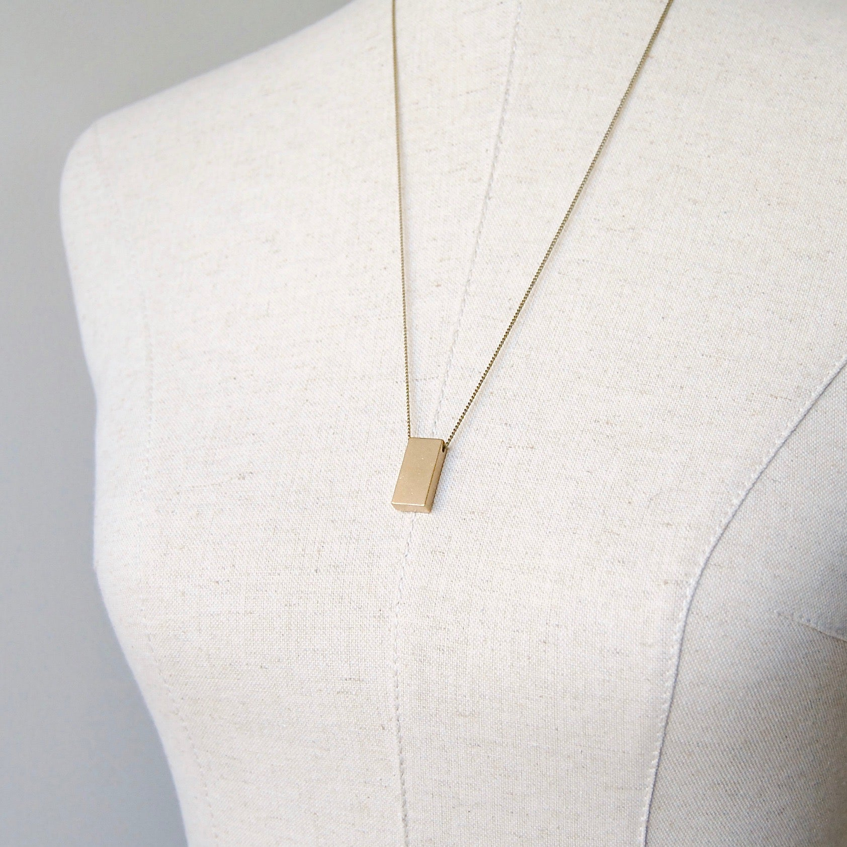 WIDE BAR NECKLACE