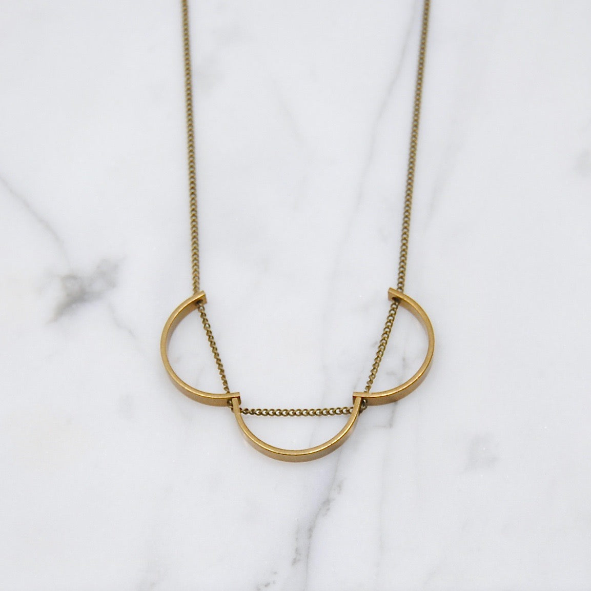 THREE CURVES NECKLACE