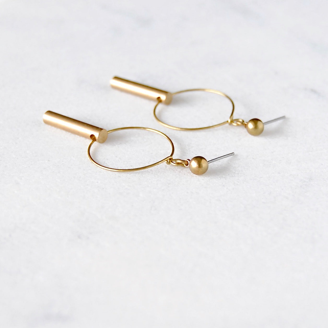 SHORT BAR EARRINGS