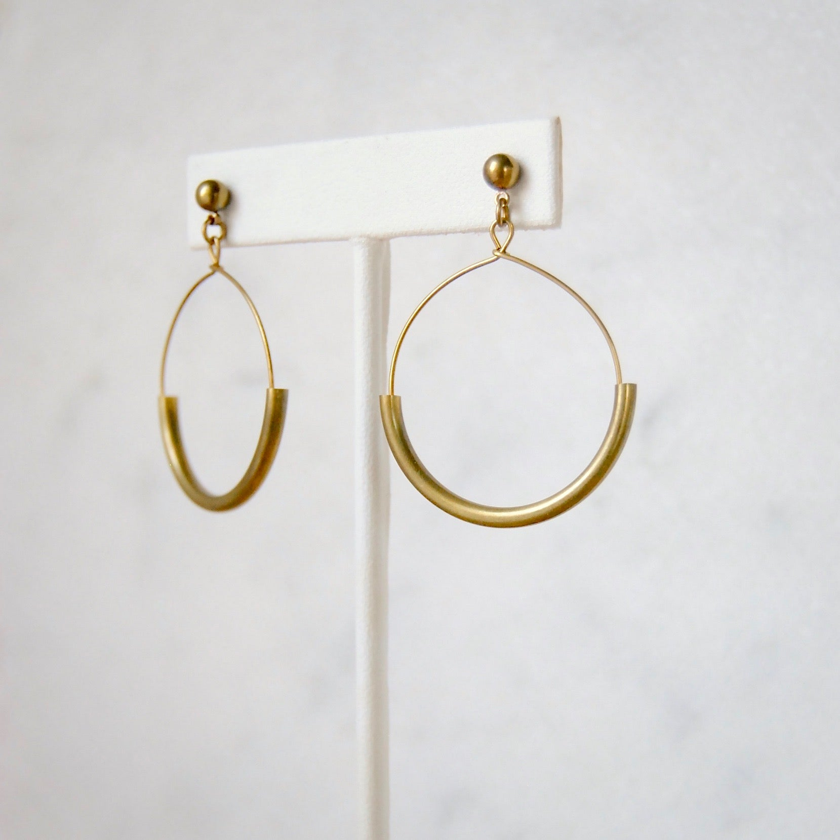 MEDIUM ARC EARRINGS