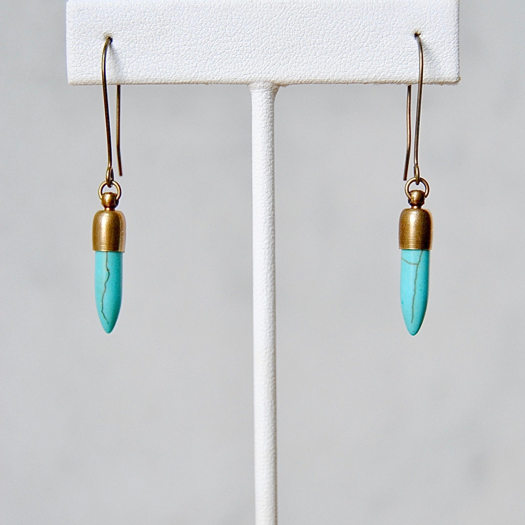 STONE POINT EARRINGS