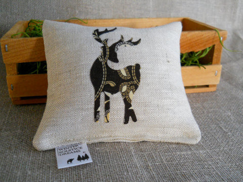 Balsam Fir Linen Sachet in Linen with Retro Deer Applique