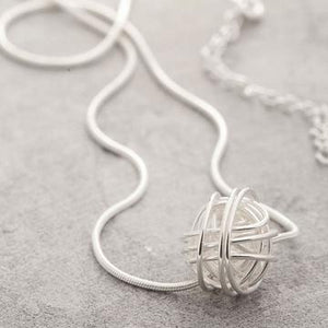 Nest silver knot necklace